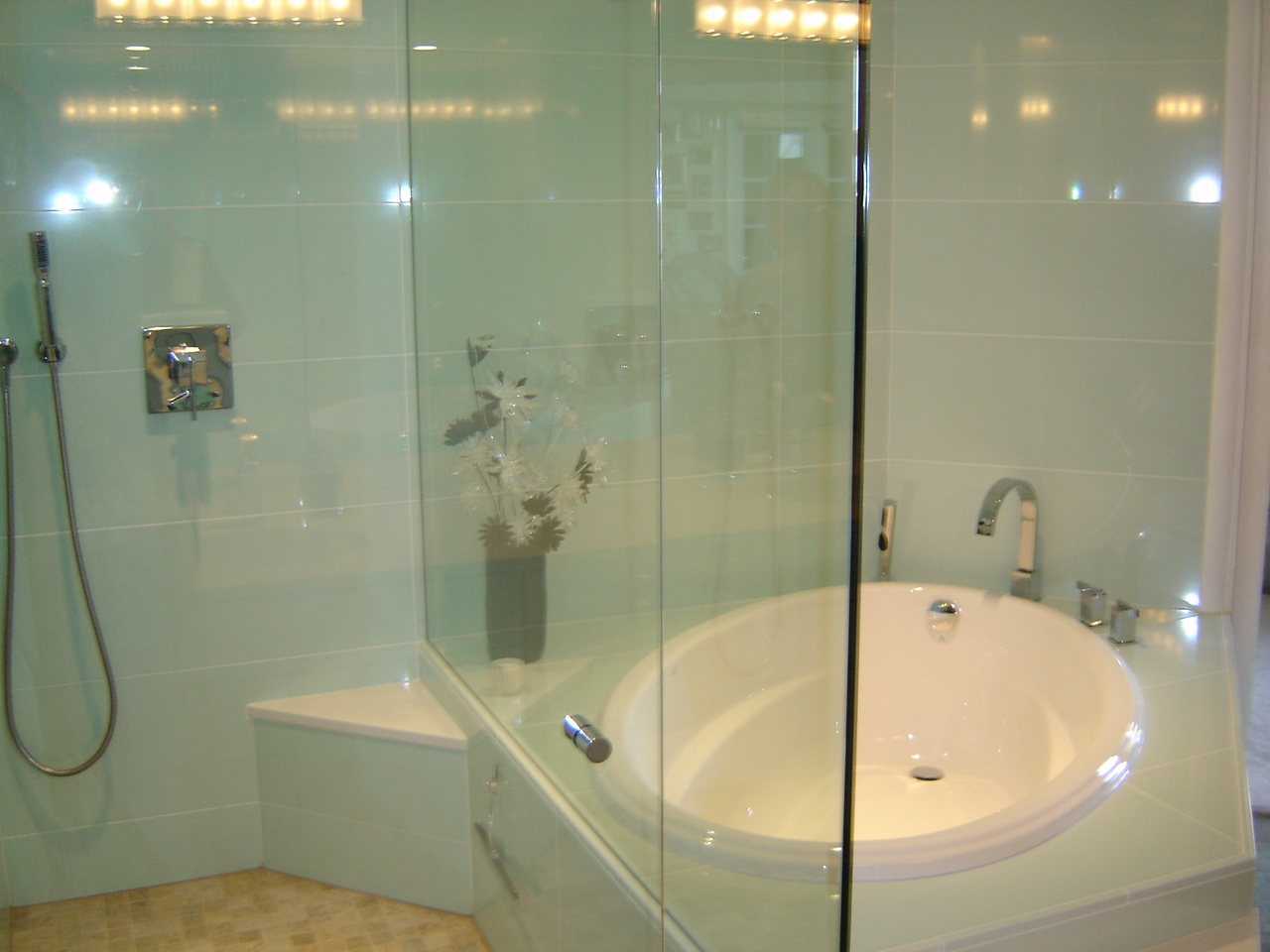 Walk-in shower & tub