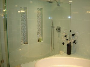 Shower with built-in niches